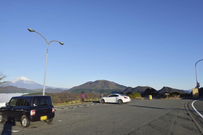 [ 箱根ターンパイクの駐車場(撮影場所) ]  大観山からの富士山はこの駐車場から撮影します。