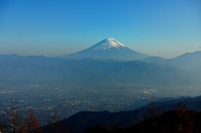 [ 快晴の富士 ]  雲ひとつ無い空と富士山(甘利山から遠望)