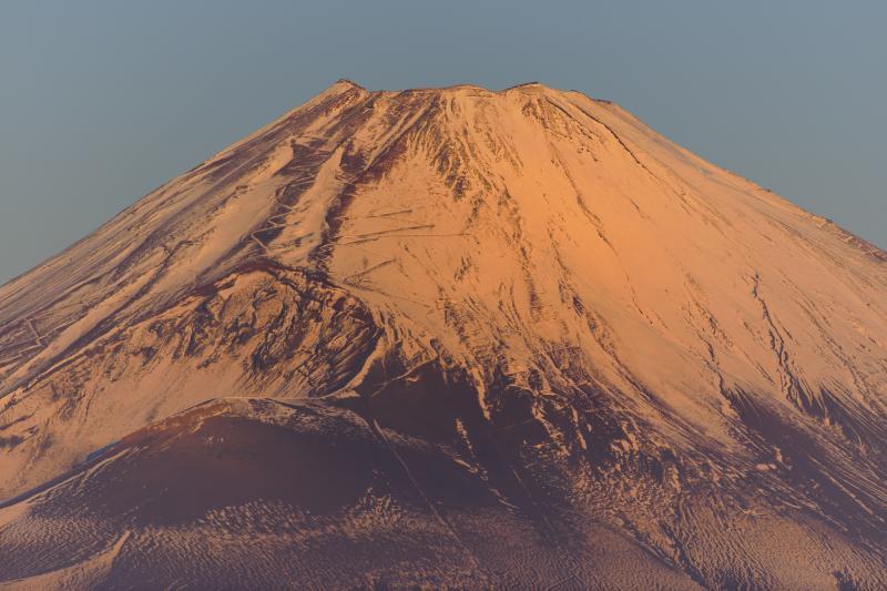 [ 大観山から見た富士山頂 ]  富士山頂が朝日を浴びています