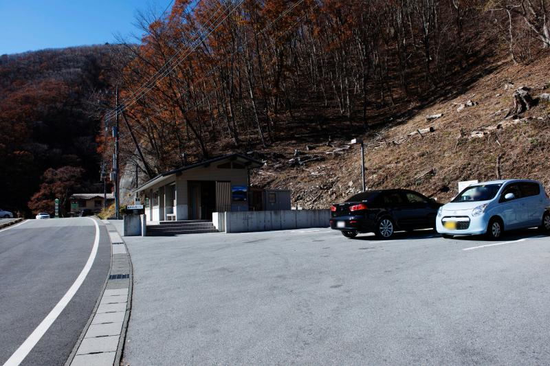 [ パノラマ台入口 ]  入口にはトイレと駐車場があります