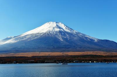 [ 山中湖 平野の富士山 ]  平野からの山中湖畔と富士山