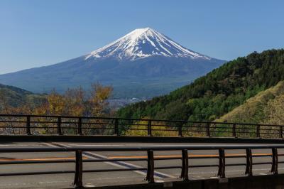 [ 富士見橋と富士山 ]  御坂峠に登る途中で撮影しました