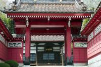 真っ赤な門の寺| 異国感溢れる門です