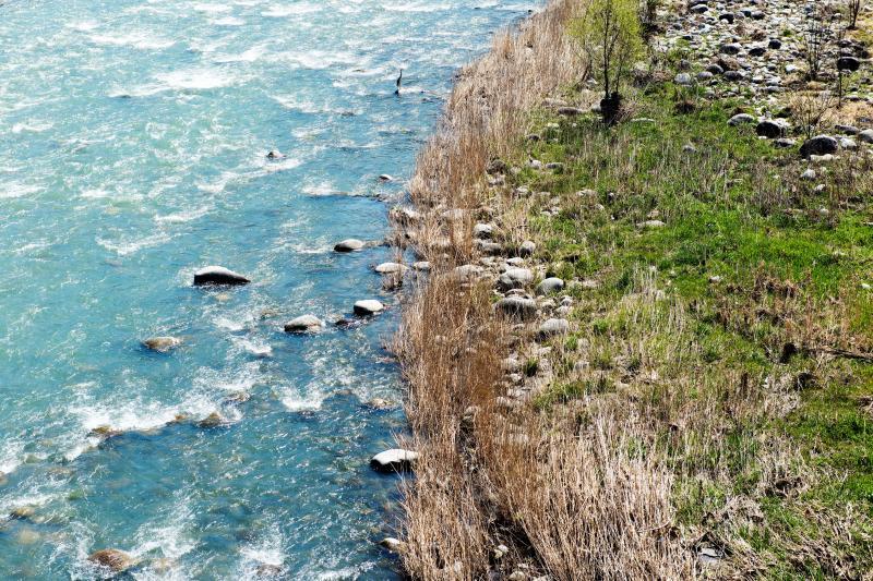 [ 天竜川 ]  水の色が美しい川です。