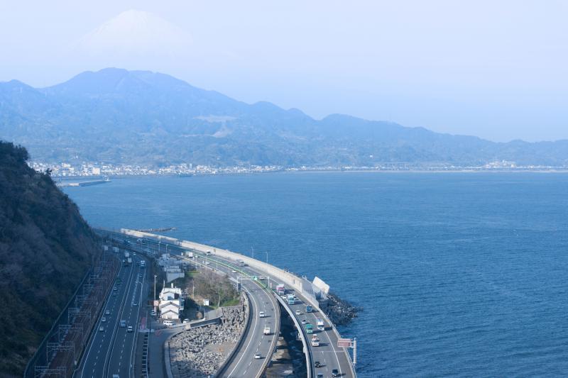 薩埵峠からの富士山 | 国道・高速・鉄道・そして富士山