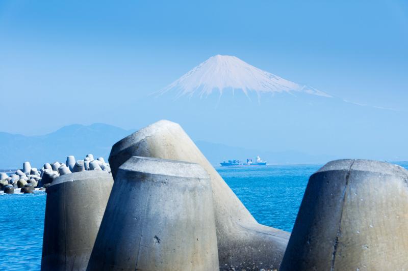 三保の松原からの富士山 | 富士山が海に浮いているようです。