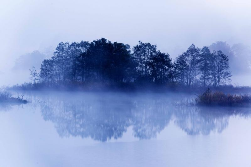 [ 浮島 ]  秋元湖は島が多いのが特徴です。