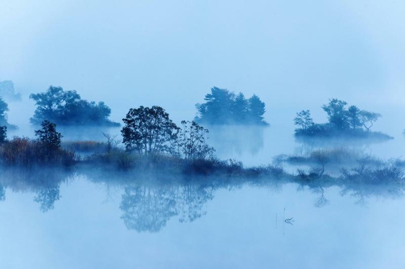 [ 静 ]  湖面への映り込みが綺麗です。