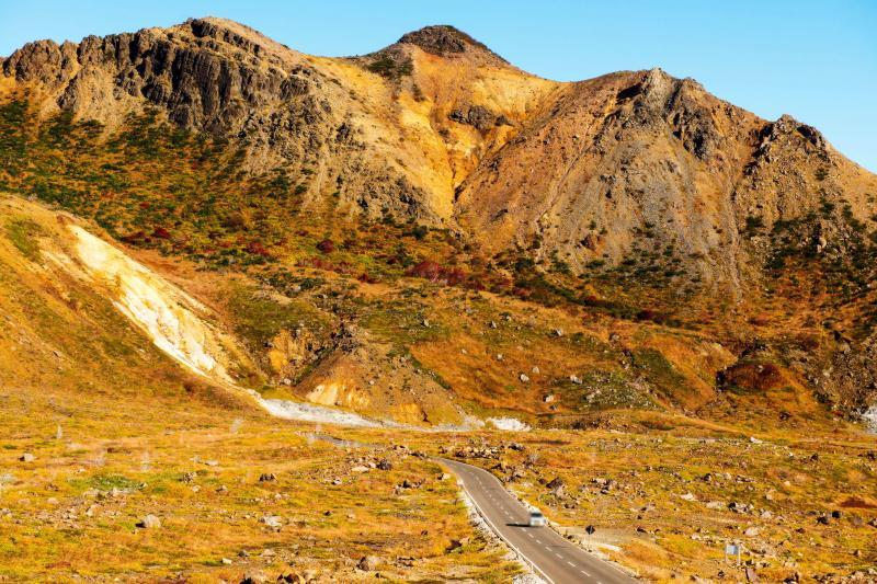 [ ストレート ]  火山帯の中のストレートを走り抜けます。