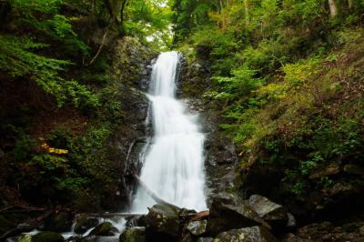 寂光の滝| 複数段でリズム良く流れ落ちる滝