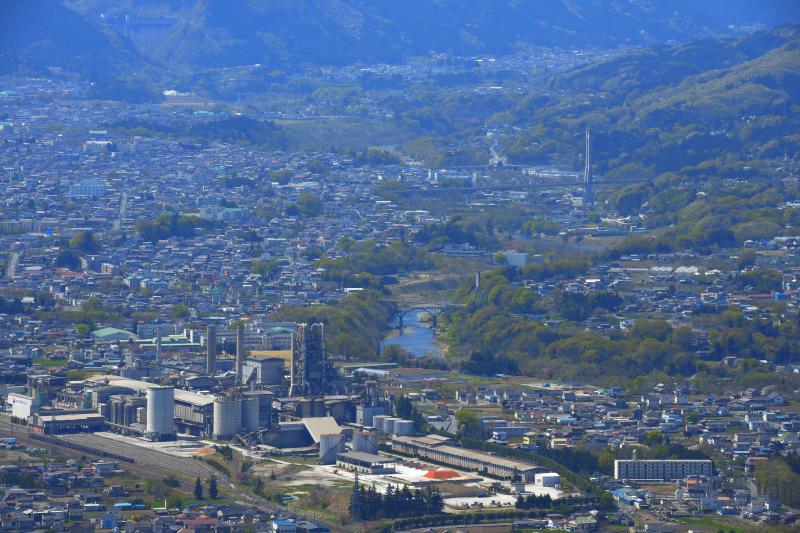 [ 秩父市街地俯瞰 ]  展望台からは秩父の街並みが一望できます。
