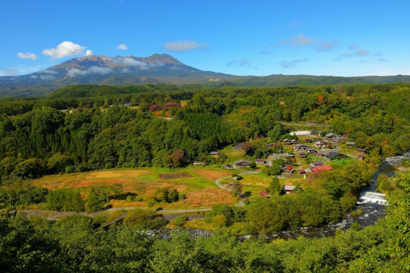 [ 御嶽山・山麓風景 ]  御嶽山ビューポイントからは御嶽山に抱かれた農村の大パノラマを楽しむことができます。