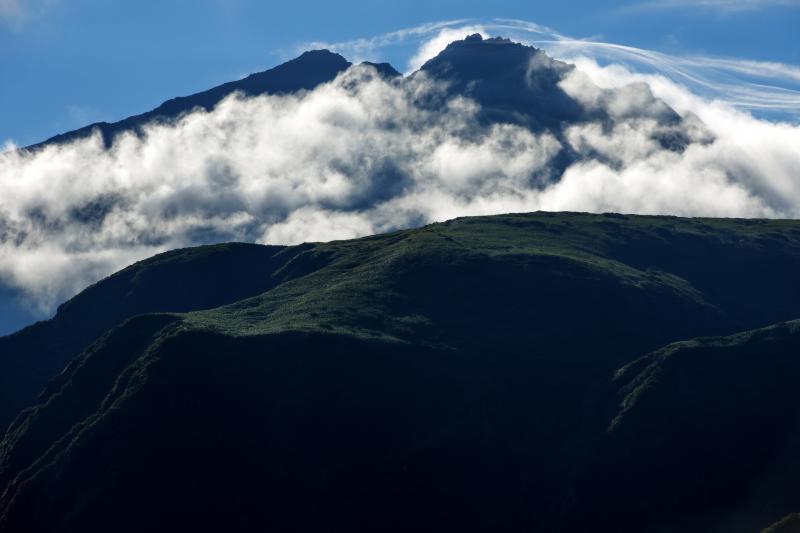 [ 鳥海山気流 ]  激しい気象の変化が、劇的な風景を創り出します。