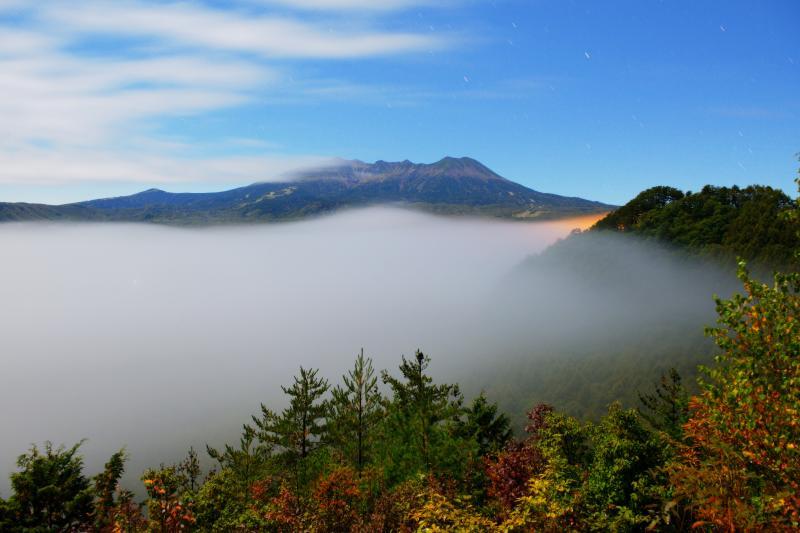 [ 御嶽山雲海 ]  雷雨後、快晴となった開田高原。しばらくすると雲海が出現し、幻想的な光景が現れました。