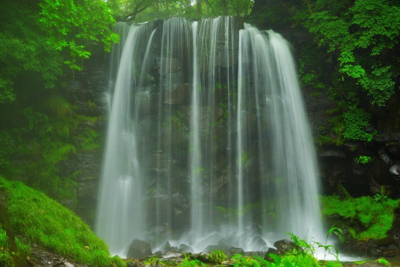 菅平高原 「唐沢の滝」撮影ガイド 〜簾状の滝から飛び散る強烈な水しぶき   ピクスポット    (絶景・風景写真・撮影スポット・撮影ガイド・カメラの使い方)