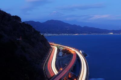 さった峠| 車の光跡と漁船の灯り