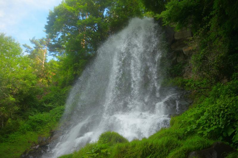 乙女滝| 滝の真横から撮影できることで人気の滝。滝の右側を上っていくと、迫力ある写真が撮れます。