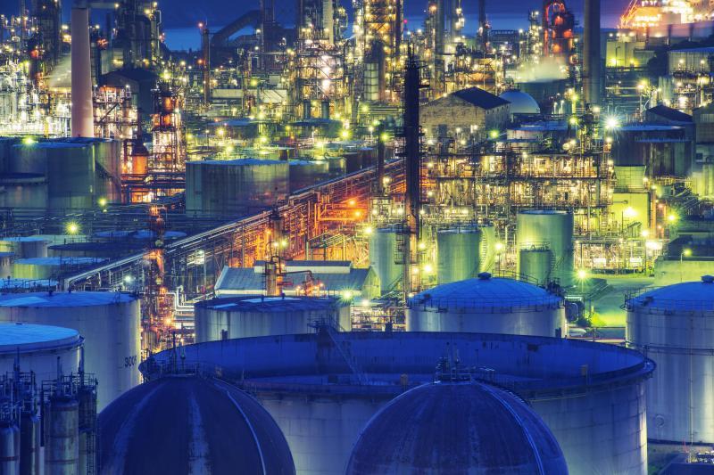 JXTGエネルギー和歌山製油所 工場夜景| ブルーアワーに入ると工場の照明がMAXになり豪華な工場夜景になりました。