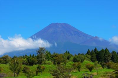 夏富士| 公園の駐車場からは雄大な夏富士の姿を見ることができます。