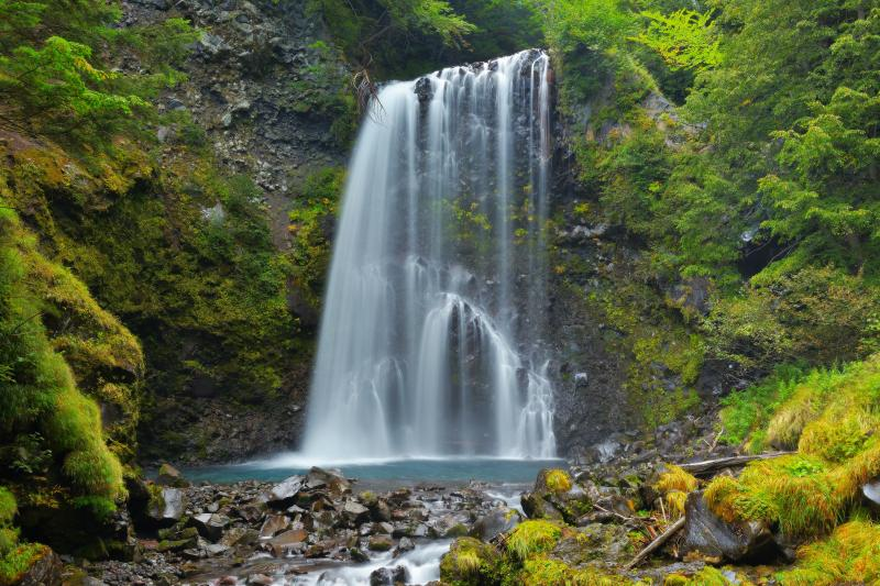 善五郎の滝 秋 | 遊歩道を15分ほど歩くと、滝に辿り着きます