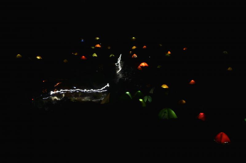 [ 夜の宝石 ]  テントの光が綺麗です