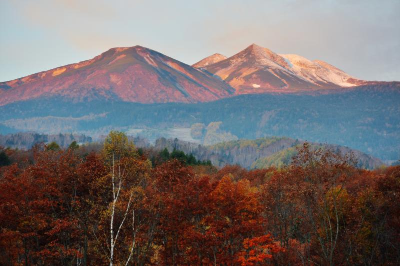 [ 乗鞍モルゲンロート ]  朝陽を受ける山々