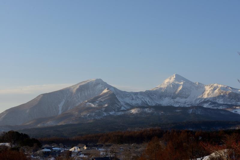 [ 名峰「磐梯山」 ]  雪景色の雄大な姿が見えます。