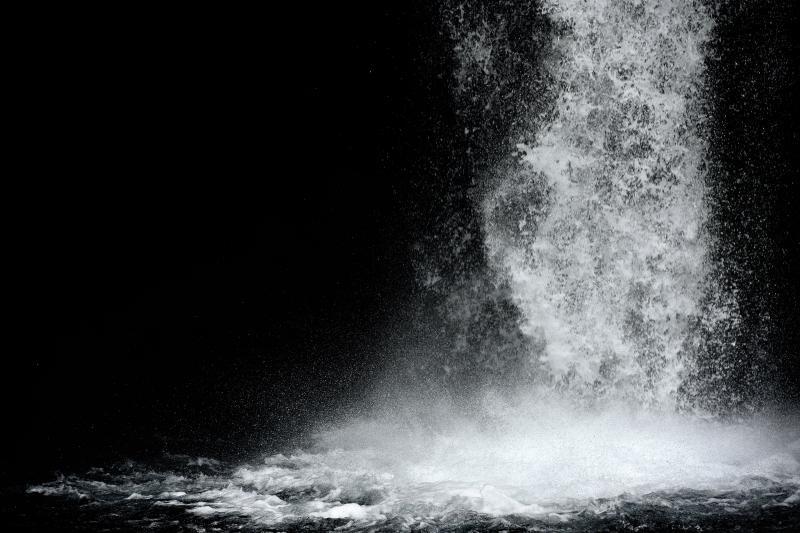 [ 静 ]  滝を止めるように撮影してみました。