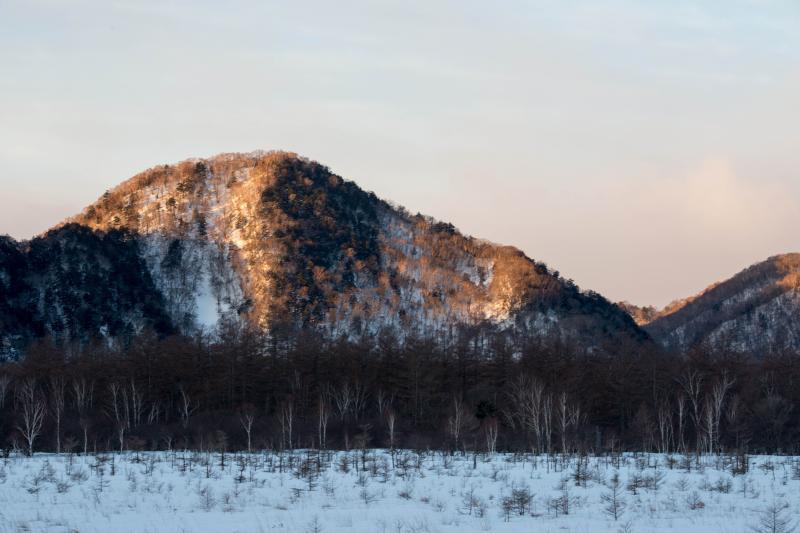 [ 暖 ]  山に陽が差してきました。