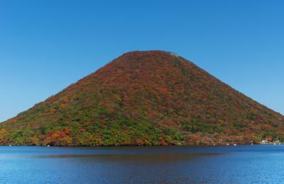 榛名湖と榛名山|