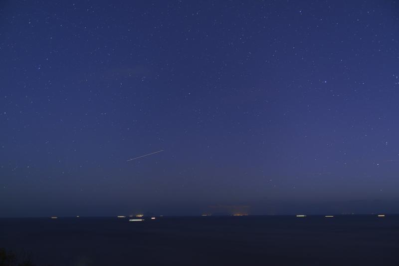 [ 尾ヶ崎ウイングの星空 ]  海と星空