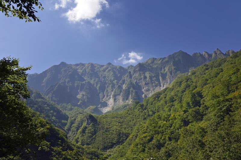 [ 幽ノ沢からの谷川岳 ]  谷川岳のパノラマを味わえます。