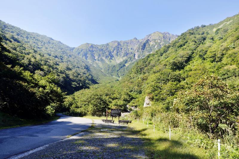[ マチガ沢から望む谷川岳 ]  正面に谷川岳が見えてきます。