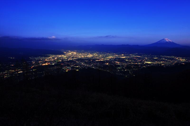 [ 甲府盆地と富士山 ]