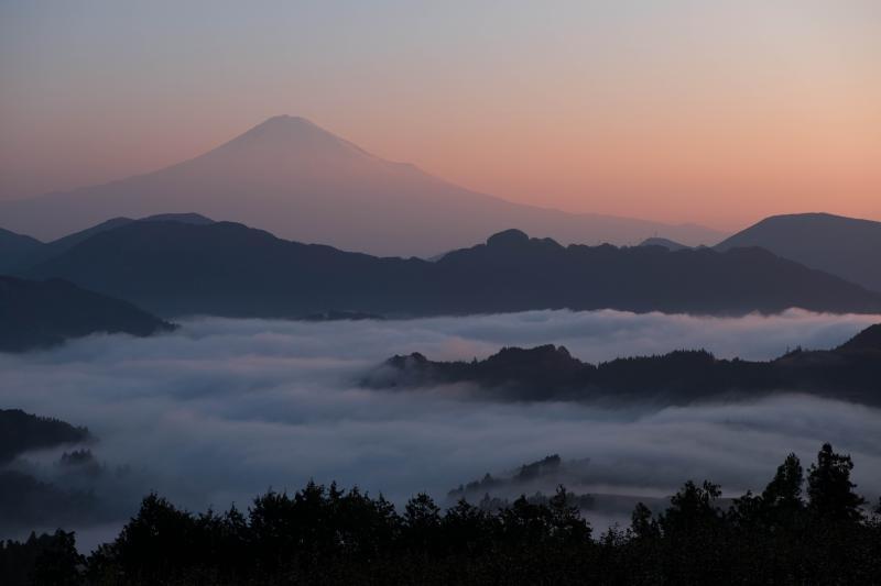 [ オレンジの富士山 ]  空が色付いてきました。
