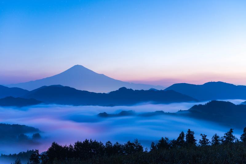 雲海の夜明け | 空のグラデーションが美しい