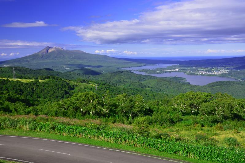 [ きじびき高原 ]  展望台からは駒ヶ岳と大沼小沼の雄大な景色を見る事が出来ます。