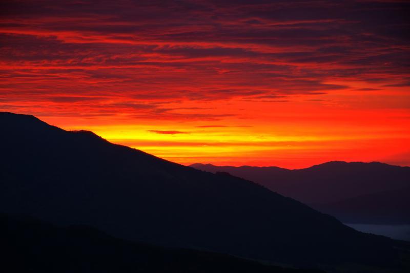 [ 鬼女台朝景 ]  朝焼け雲がとても綺麗でした。