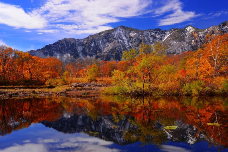 [ 天池に隣接する無名の池 ]  鳥甲山の眺望が素晴らしい