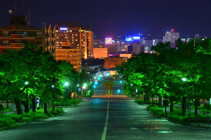 [ 二十間坂夜景 ]  円形のビル夜景も綺麗です。