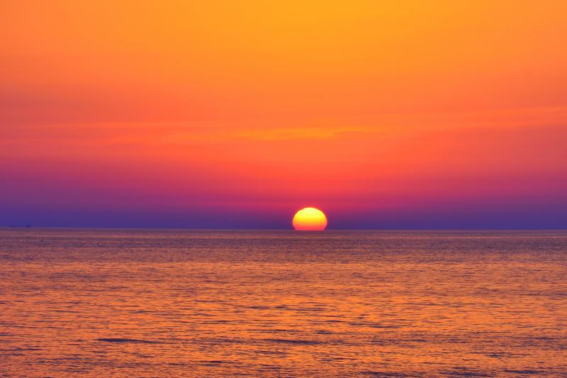 [ 象潟海岸 ]  水平線に沈む夕日が綺麗でした。