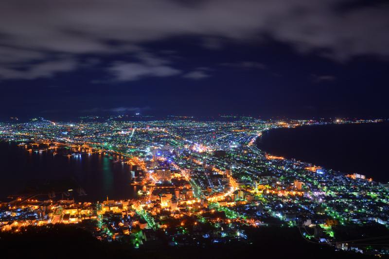 [ 深夜の函館夜景 ]  雨あがりのすっきりした空気の中で夜景が近く感じました。