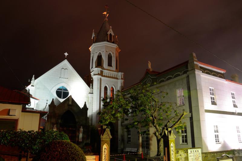 [ カトリック元町教会 ]  大三坂にある美しい教会です。