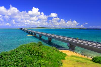 池間大橋| 橋の向こうには宮古島が見えます。