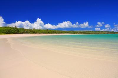 渡口の浜| 伊良部島にある三日月状の美しいビーチです。