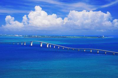 牧山展望台| 伊良部島から見た伊良部大橋はまるで海中道路のようでした。