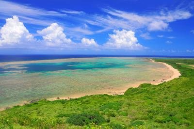 平久保崎| ラグーン状に発達したサンゴ礁が印象的です。