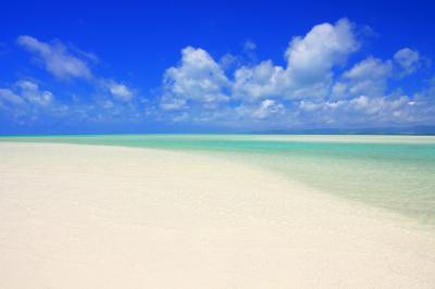 どこまでも真っ白な砂浜| 干潮時には白くて美しい中洲が現れます。