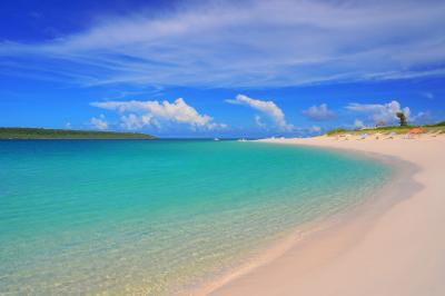 与那覇前浜| 透明度の高い海と白い砂浜が印象的。