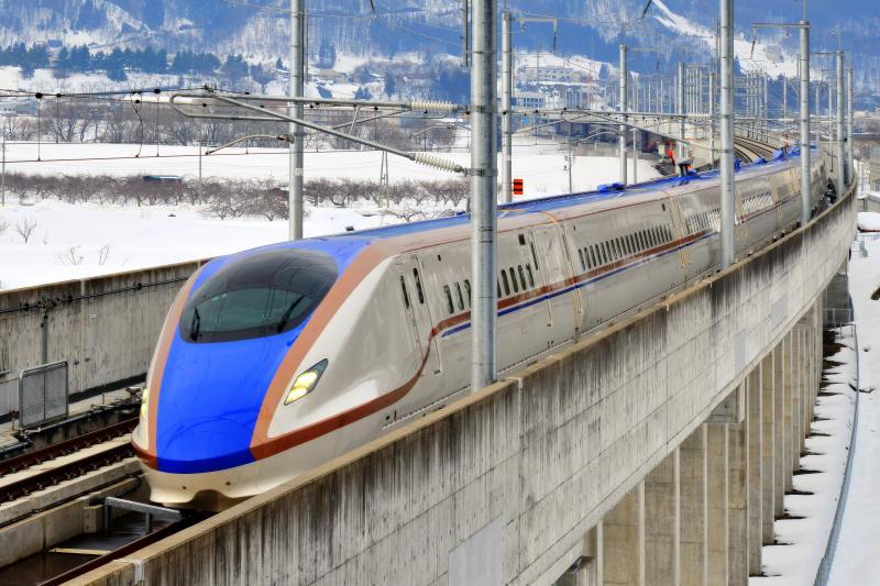 月岡トンネル 飯山駅から第5千曲川橋梁 菜の花大橋 を渡り向かってくるW7系